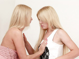 Hot babes Hailey and Samanta try first lesbian sex