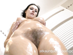 Curvy hot MILF Jana oils her pussy for hard rubbing