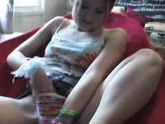 Amateur teen babe exploring her pussy with fingers