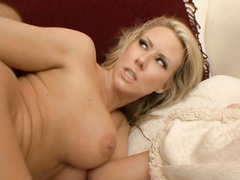 Busty blonde bitch Carolyn Reese challnged in twat