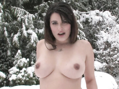 Classy babe masturbates out-of-doors being naked