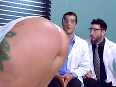 Beauty Ryan Conner masturbates pussy in front of inquisitive doctors