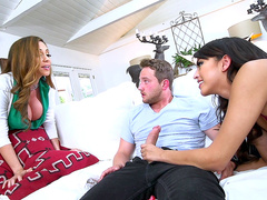 Young man started a cheating chain with woman and girlfriend Ariella Ferrera