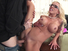 Sexy stepmom Nina Elle knows how to make boy cum in a few minutes