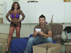 Brazzers mom Eva Notty puts on fishnet outfit and seduces stevedore