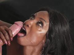 Ebony MILF Diamond Jackson gets a nice facial