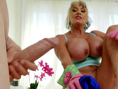 Mature babe Sally D'Angelo wants to play with Jordi's hard cock