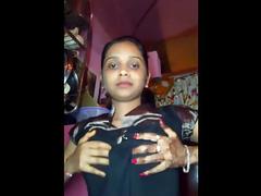 Indian GF Chandni Exposing Her Amateur Juicy Boobs