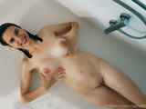 Super hot babe Samantha Flair plays in the shower