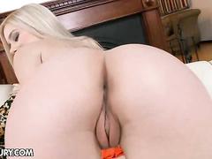 Booty hottie Nesty dildo fucks her twat and booty
